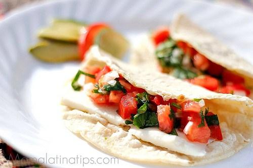 Quesadillas con Queso Fresco - mamalatinatips.com