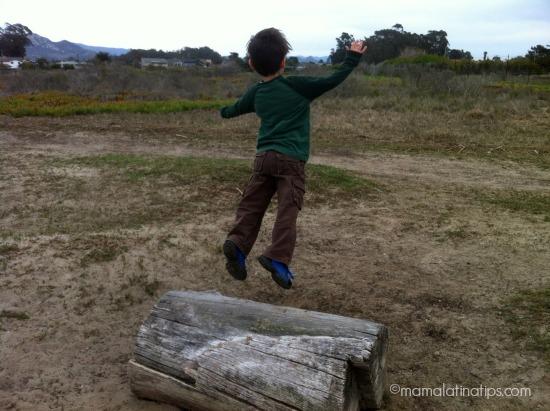 kid jumping by mamalatinatips.com