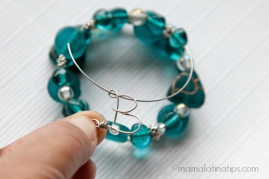 Adding a letter B to memory bracelet by mamalatinatips.com