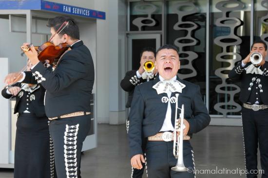 Singing-Mariachi-mamalatinatips