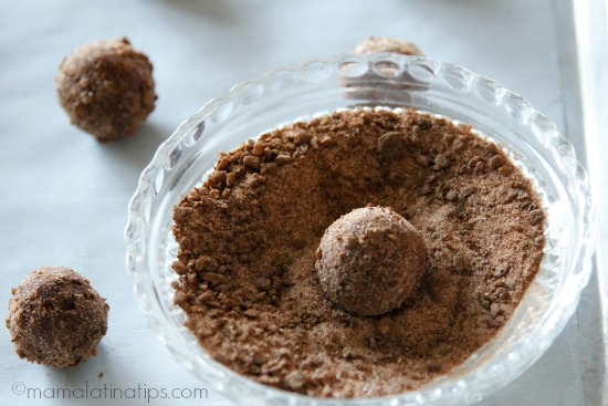 Cereal covered chocolate-mint cookies - mamalatinatips.com
