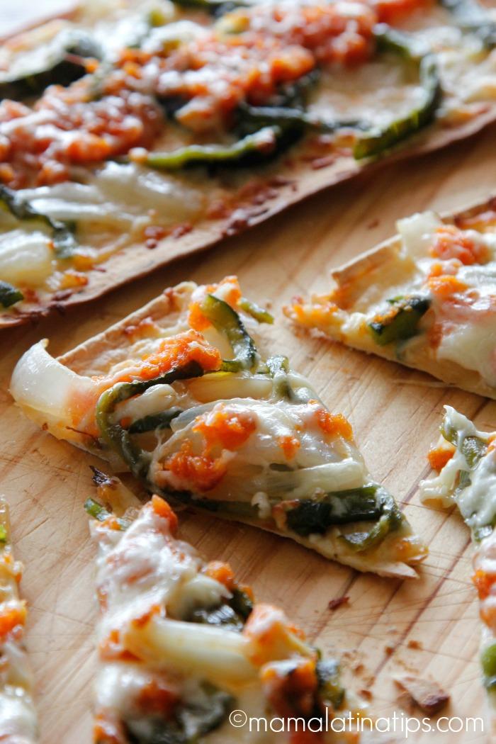 Pizza de Chile Relleno - mamalatinatips.com