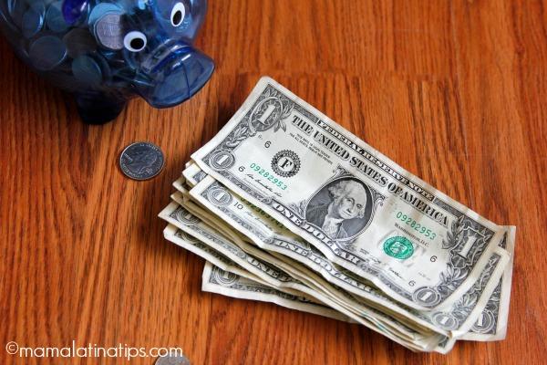 Dólares y alcancía - mamalatinatips.com