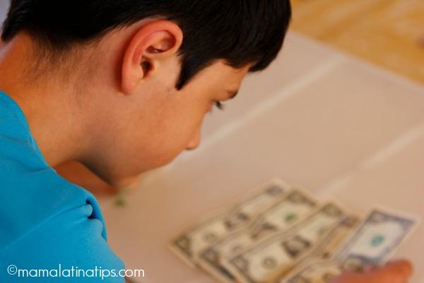 Niño y dinero - mamalatinatips.com