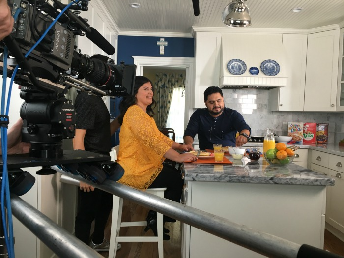 Silvia y el Guzzy desayunando juntos