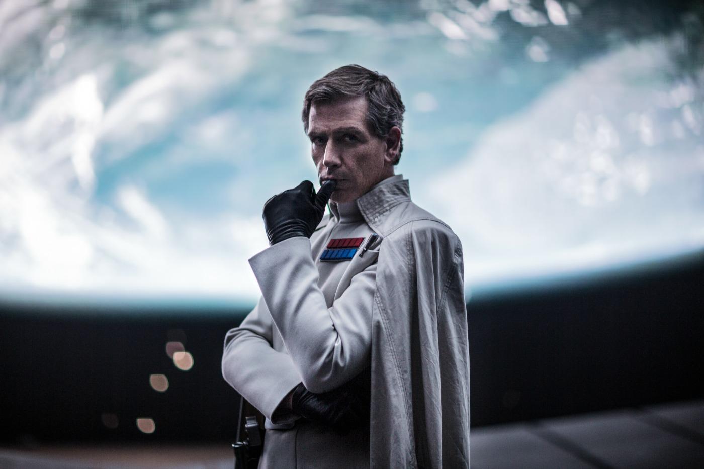 Ben Mendelshon as Orson Krennic on Rogue One: A Star Wars Story - mamalatinatips.com