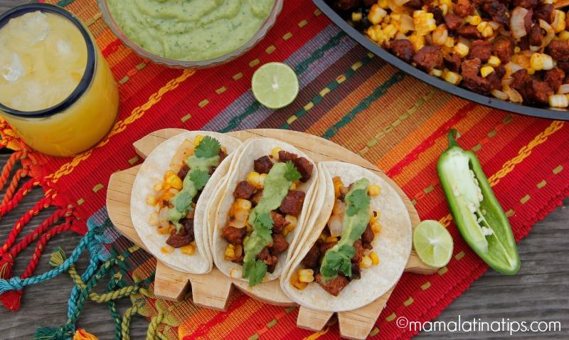 Tacos De Chorizo Con Elote Y Cebolla Asados Top Mama