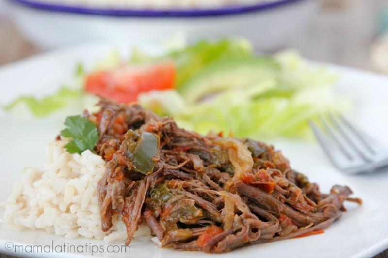 Carne deshebrada (ropa vieja) con arroz y ensalada