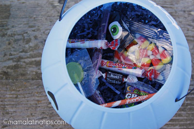 calabaza de Halloween azul con dulces