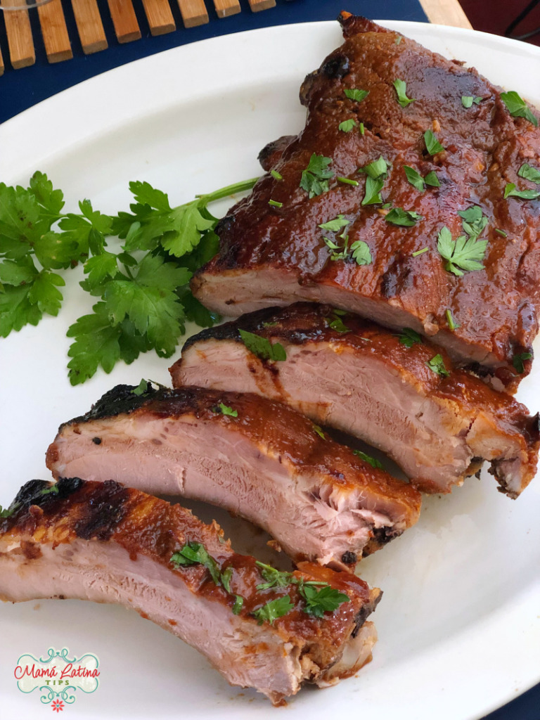 Baked pork ribs with guajillo sauce and parsley