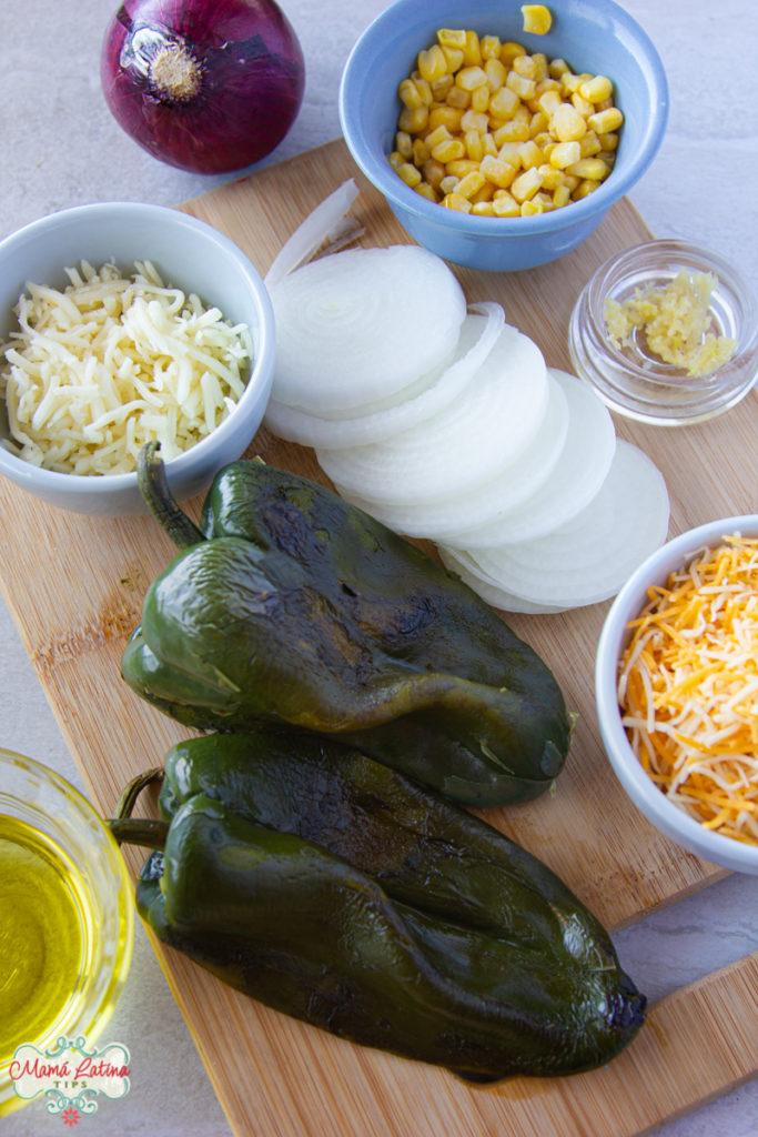 queso, cebolla, chiles poblanos y elote desgranado