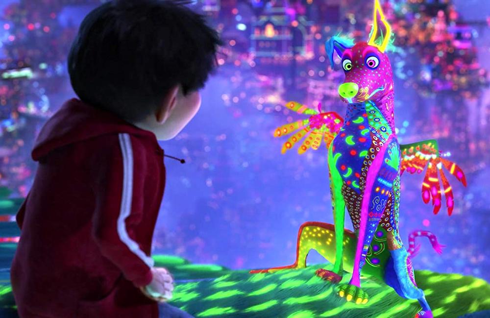 Miguel y Dante en forma de alebrije en la película de Coco