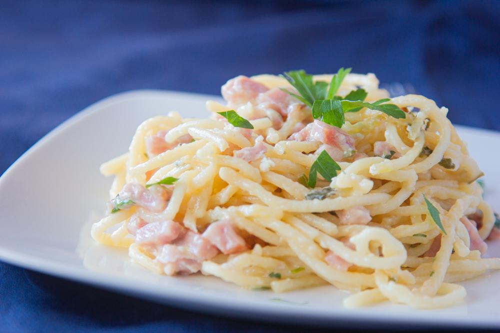 Espagueti con Jamón y Crema